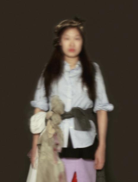 Kyungwoo Chun,#8, aus der Serie Nine Editors, 2014, 90 x 73 cm C-Print auf Aludibond, gerahmt, Courtesy Bernhard Knaus Fine Art, Frankfurt am Main