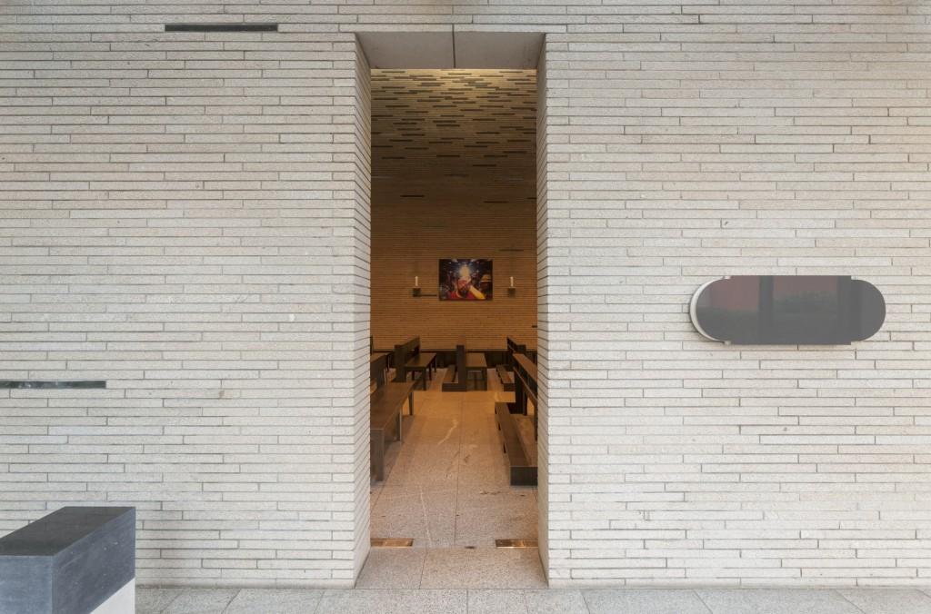 Ausstellungsansicht 'Prozession, Performance und Licht' St. Thomas von Aquin: Doris Schälling/ Jörg Enderle bedded, 2016, Courtesy Schälling/ Enderle, Foto © Marcus Schneider