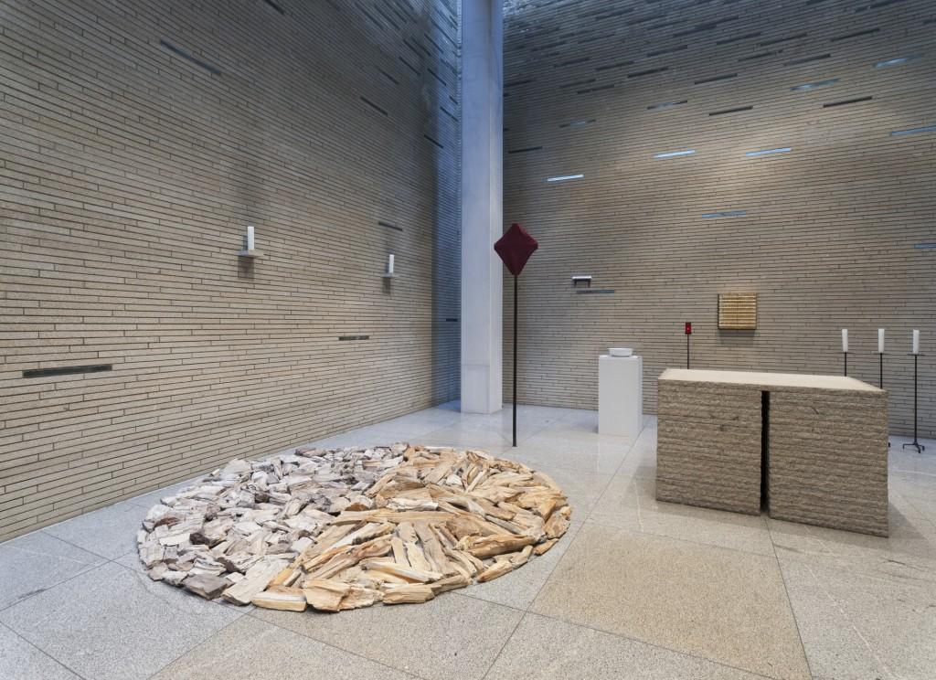 Ausstellungsansicht 'Prozession, Performance und Licht' St. Thomas von Aquin: Richard Long, Foto © Marcus Schneider