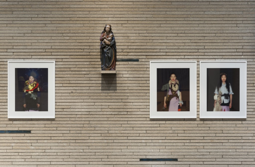 Ausstellungsansicht 'Prozession, Performance und Licht' St. Thomas von Aquin: Kyungwoo Chun, # 1, #2, #3, #8 aus der Serie Nine Editors, 2014, Courtesy Bernhard Knaus Fine Art, Frankfurt am Main, Foto © Marcus Schneider