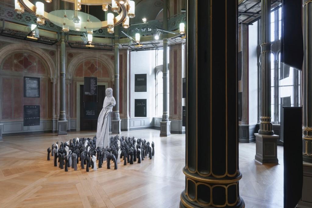 Mwangi Hutter, Proximity of Imperfect Figures, 2015, Aluminium, Wachs, Plexiglas, Dimension variabel, Courtesy Artists, Foto Ausstellungsansicht © Marcus Schneider