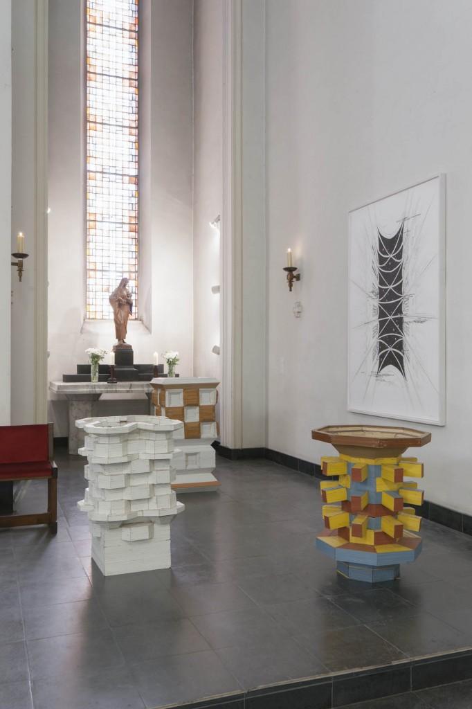 Karsten Konrad, Flakturm, 2002 | o. T., 2002 | Säule, 2002 | Brunnen, 2002, Foto Ausstellungsansicht © Marcus Schneider