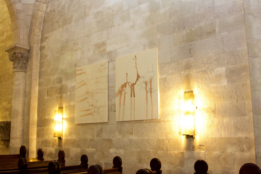 Ausstellungsansicht Erlöserkirche Jerusalem, Chris Newman, 13-020 und 13-021, 2009 Courtesy Artist, Foto Hans Walter